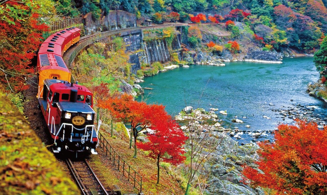 sagano-romantic-train-japan
